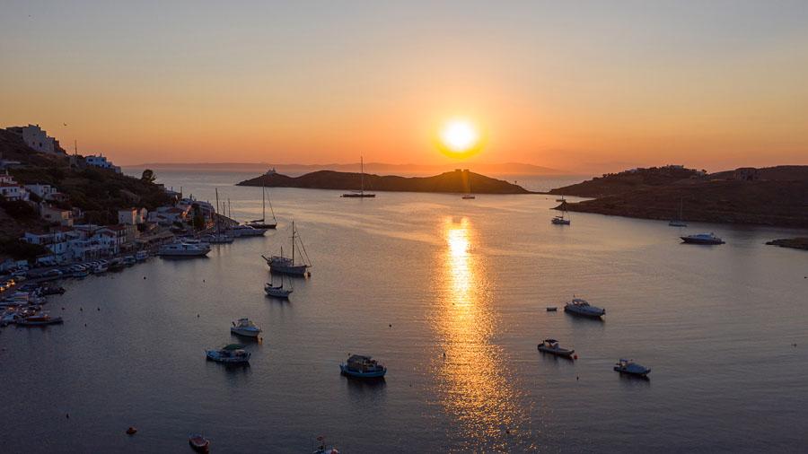 Sunset at port of Kea